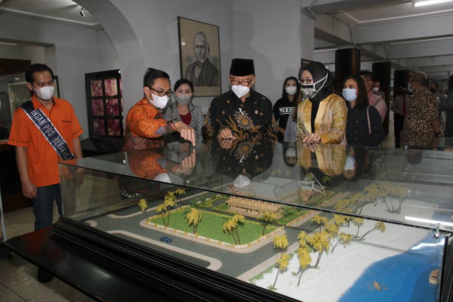 Watimpres Sidarto Danusubroto Apresiasi Kinerja Pos Indonesia